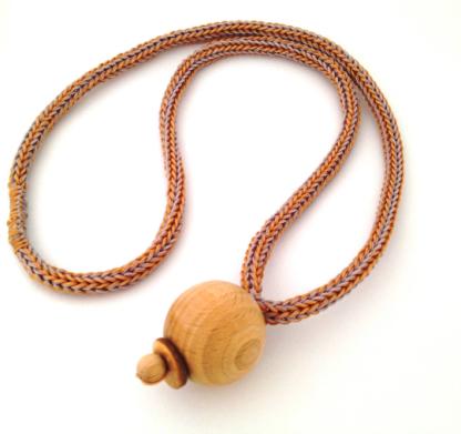 Collana lunga con legno